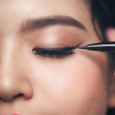 How to apply perfect eyeliner when you crossdress